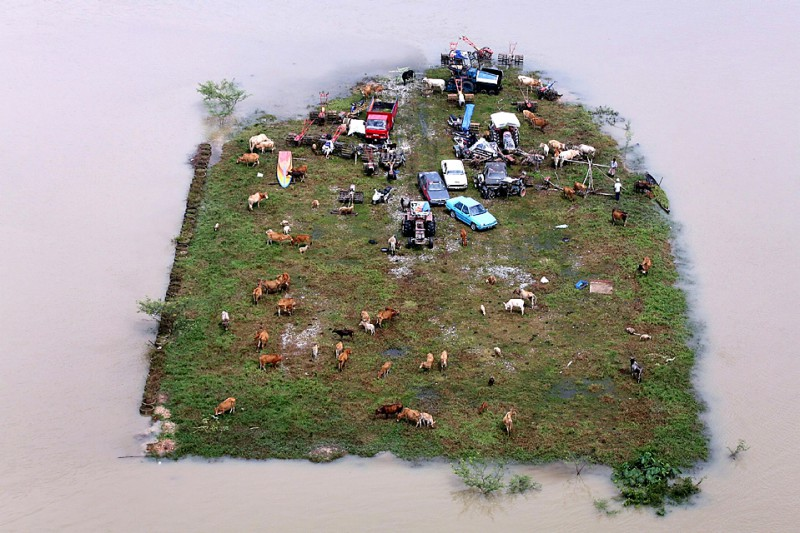 TOPSHOTS-MALAYSIA-WEATHER-FLOOD