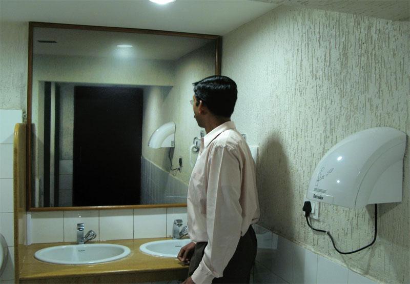 реклама с зеркалом