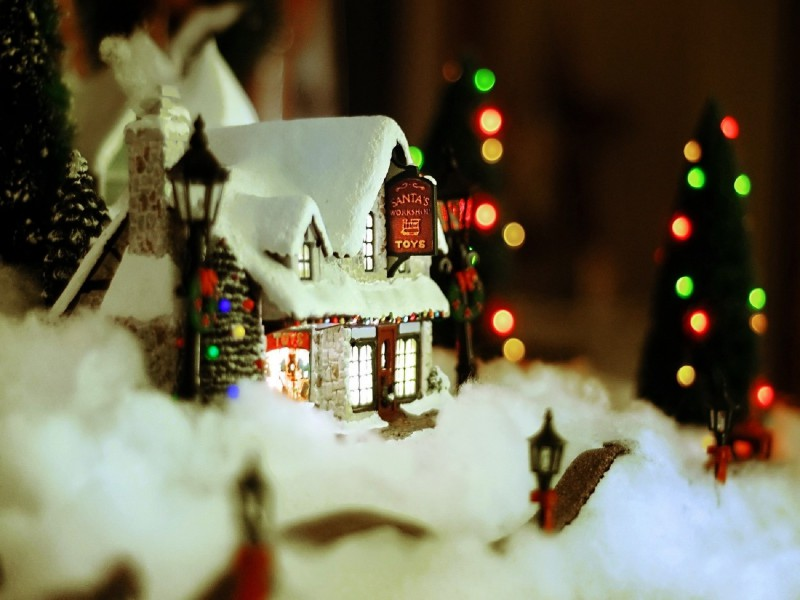 New-year-christmas-ornament-house-snow-cosiness