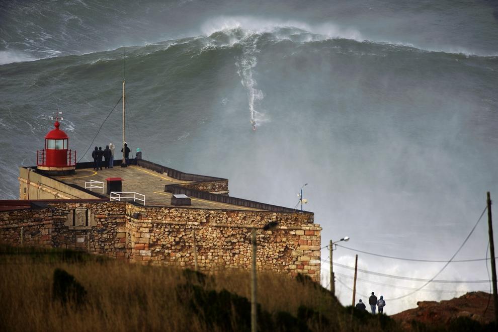 Повелитель самой высокой волны / Фото дня