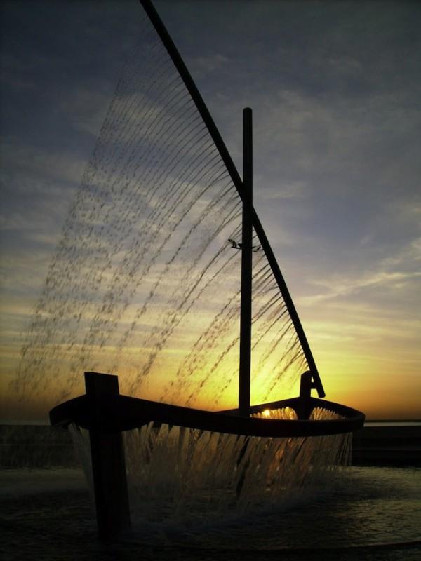valenciawaterboatfountain8