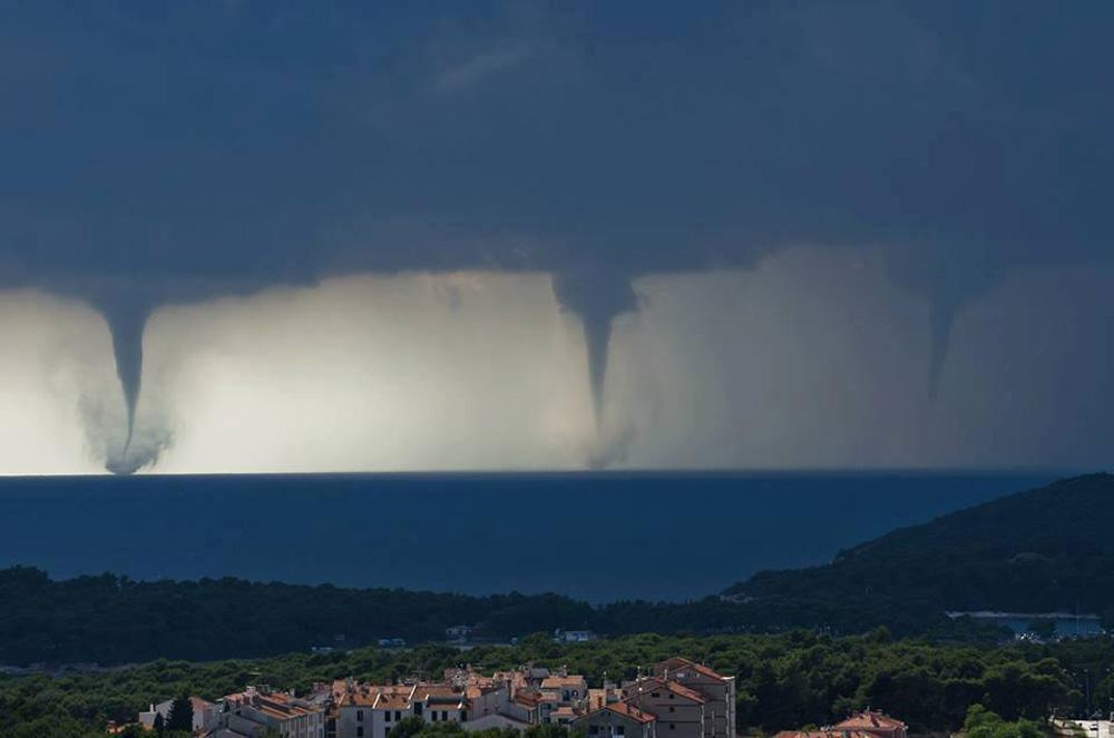 Тройное торнадо в Хорватии и дорога в облака
