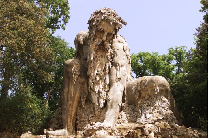 Величественная и масштабная скульптура Colosso dell'Appennino