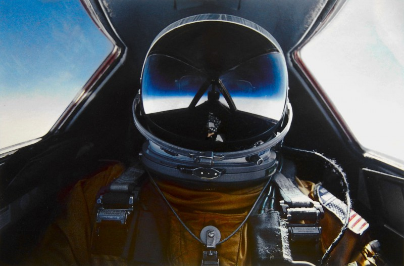 Brian_Shul_in_the_cockpit_of_the_SR-71_Blackbird