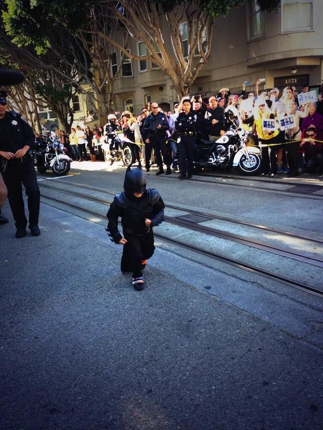 5-летний мальчик и Бэтмен спасают город