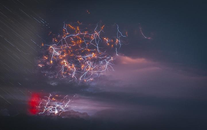 Природные эффекты или эпическая схватка грозы с вулканом