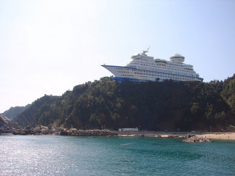 Korean-hotel-built-by-a-shipyard-to-emulate-a-cruise-ship.