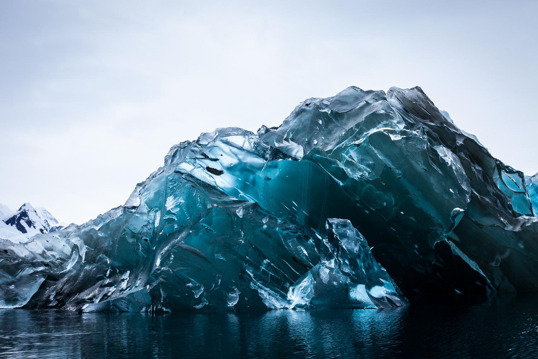 Редкие фотографии перевернувшегося айсберга