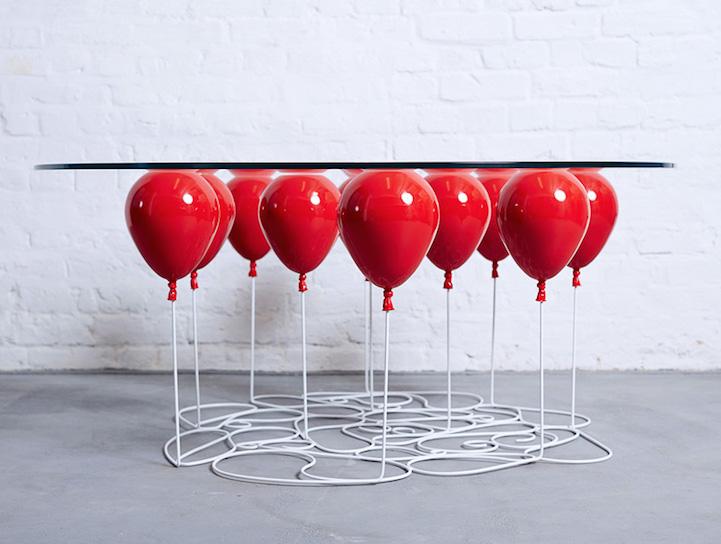 Стол на воздушных шарах и кран мечты