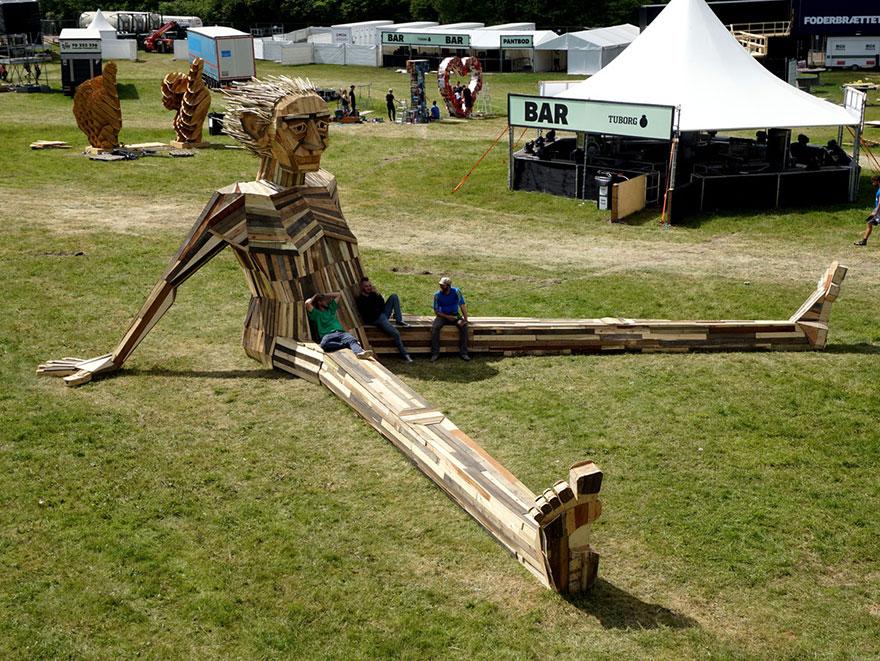 Гигантские скульптуры из переработанных материалов