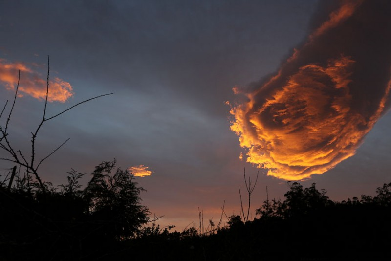 unusual-cloud-formation-fist-hand-of-god-portugal-1
